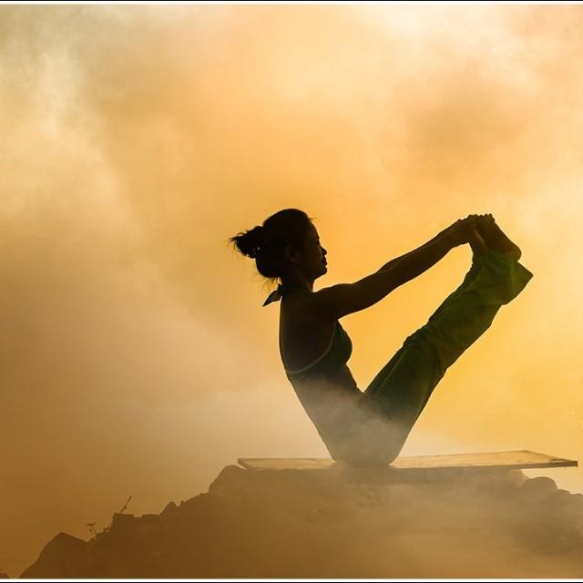 伊人练瑜伽