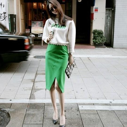女人时尚穿衣